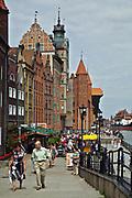 Gdańsk; 2008-06-22. Stare Miasto w Gdańsku. Kamienice nad brzegiem Motławy.