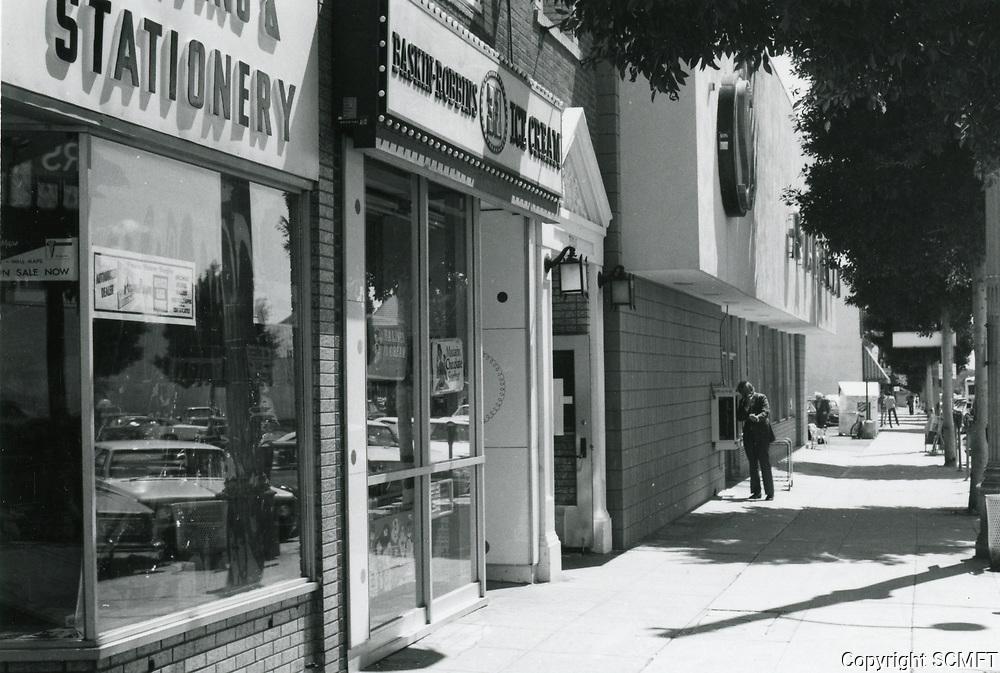 1977 Baskin Robbins Ice Cream on Larchmont Blvd.