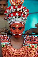 Inde, Etat du Kerala, Environs de Kannur, ceremonie du Teyyam, rituel dansé // India, Kerala state, around Kannur, Teyyam ceremony, god representating
