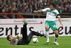 UEFA CUP, Werder Bremen vs Udinese Calcio, Samir Handanovic (#22 SVN Torwart / Keeper Udinese Calcio) kommt zu Fall. Claudio Pizarro (#24 PER Werder Bremen) schiesst aufs Tor, EXPA Pictures © 2009 for Austria only, Photographer EXPA NPH/ SPORTIDA PHOTO AGENCY