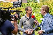 Het kabinet houdt een informeel overleg in Hotel Bos en Ven in Oisterwijk, dat tijdens de Tweede Wereldoorlog dienst deed als hoofdkwartier van het toenmalige kabinet. <br /> <br /> Op de foto: Eric Wiebes