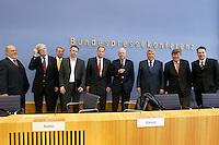 """13 MAY 2004, BERLIN/GERMANY:<br /> Lothar Mahling (Aufbruch jetzt), Joerg Schuelke (Projekt Neue Wege), Dr. Hilmar Kaht (Fuer ein attraktives Deutschland), Daniel Dettling (berlinpolis), Stephan Scholtissek (Marke Deutschland), Prof. Dr. Meinhard Miegel (BuergerKonvent), Gerd Schulte-Hillen (Stiftung Liberales Netzwerk), Karl-Ulrich Kuhlo (Deutschland packt´s an), Tasso Enzweiler (Initiative Neue Soziale Marktwirtschaft), nach der Pressekonferenz """"Fuer ein besseres Deutschland"""" - eine Aktionsgemeinschaft von 10 Reforminitiativen mit Forderungen an die Politik, Bundespressekonferenz<br /> IMAGE: 20040513-01-045<br /> KEYWORDS: Bürgerkonvent,  Jörg Schülke"""