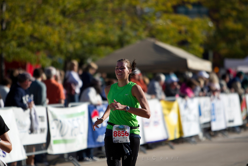 Its Smils and Smiles at the Quad Cities Marathon and this great photo proves it!