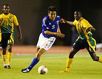 Fotball<br /> Foto: Fotosports/Digitalsport<br /> NORWAY ONLY<br /> <br /> Japan v Jamaica (1-1) Tokyo National Stadium 16/10/02<br /> JUNICHI INAMOTO (Japan) Omar Daley (Jamaica)