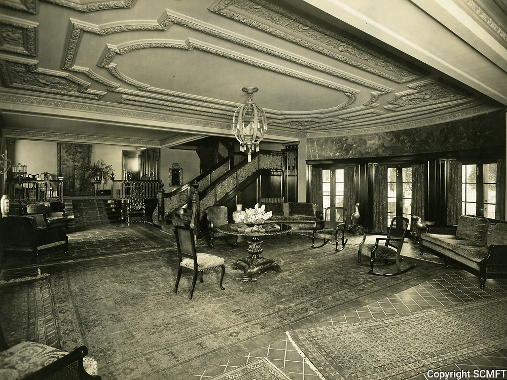 1926 Garden Court Apt