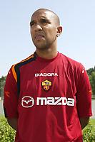Roma 26/7/2004<br /> <br /> <br /> <br /> Trigoria sede AS Roma presentazione delle maglie Diadora per l AS Roma stagione 2004/2005. <br /> <br /> <br /> <br /> <br /> <br /> <br /> <br /> Olivier Dacourt  - AS Roma<br /> <br /> Photo Andrea Staccioli / Graffiti