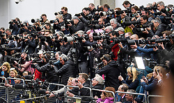 © Licensed to London News Pictures. 23/04/2018. London, UK. A huge media pack watches  as PRINCE WILLIAM and THE DUCHESS OF CAMBRIDGE leave St Mary's Hospital with their new baby boy. Photo credit: Ben Cawthra/LNP