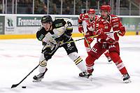 GET-ligaen Ice Hockey, 27. october 2016 ,  Stavanger Oilers v Stjernen<br />Markus Søberg fra Stavanger Oilers i aksjon v Nicholas Jones fra Stjernen<br />Foto: Andrew Halseid Budd , Digitalsport