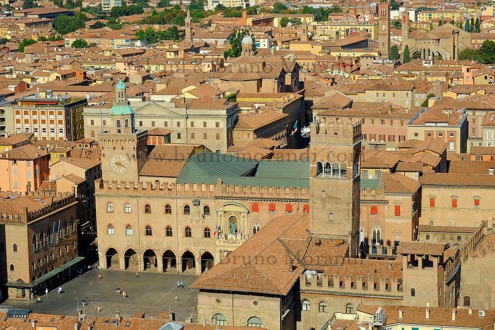 Italie, Emilie-Romagne, Bologne, vue sur la Piazza Maggiore // Italy, Emilia-Romagna, Bologna, the Piazza Maggiore