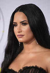 November 19, 2017 - Los Angeles, California, U.S - Demi Lovato on the Red Carpet of the 2017 American Music Awards held on Sunday, November 19, 2017 at the Microsoft Theatre in Los Angeles, California. (Credit Image: © Prensa Internacional via ZUMA Wire)