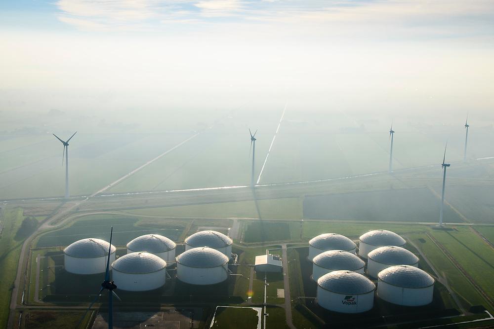 Nederland, Groningen, Gemeente Eemsmond, 04-11-2018; Vopak Terminal Eemshaven, opslag van ruwe olie en olieproducten. Omgeven door windmolens.<br /> Vopak Terminal Eemshaven, storage of crude oil and oil products.<br /> luchtfoto (toeslag op standaard tarieven);<br /> aerial photo (additional fee required);<br /> copyright © foto/photo Siebe Swart