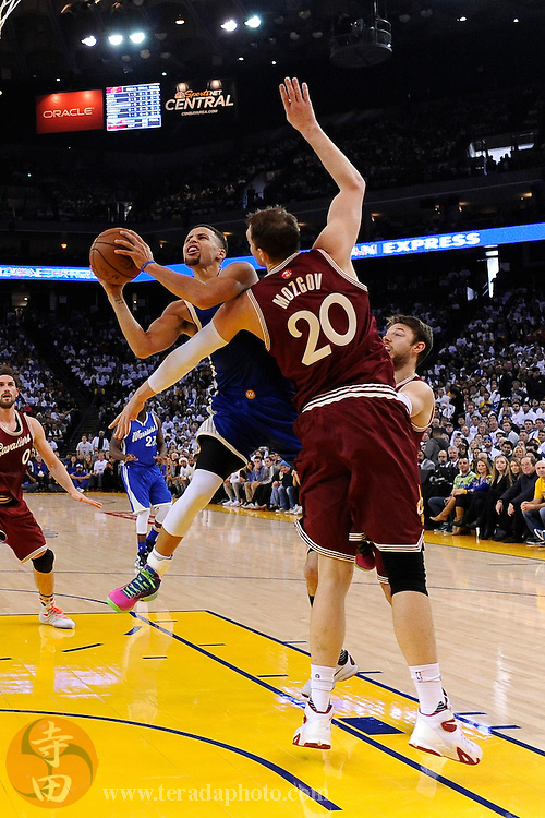 December 25, 2015; Oakland, CA, USA; Golden State Warriors guard Stephen Curry (30) shoots the basketball against Cleveland Cavaliers center Timofey Mozgov (20) during the first quarter in a NBA basketball game on Christmas at Oracle Arena. The Warriors defeated the Cavaliers 89-83.