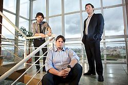 """Os sócios da """"Os Meias Pretas"""", uma empresa que vende meias masculinas por assinatura anual, Rafael Thomé (Sentado), Rafael Mesquita (gravata) e Ronald Zancan (palitó). FOTO: Jefferson Bernardes/Preview.com"""
