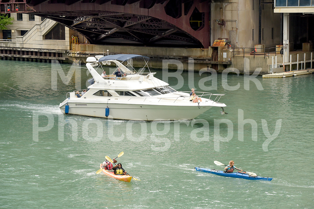 Boat traffic along the Chicago River in Chicago, Illinois. Photo by Mark Black