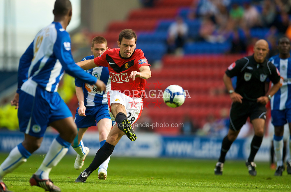 WIGAN, ENGLAND - Saturday, August 22, 2009: Manchester United's Darren Gibson during the Premiership match against Wigan Athletic at the DW Stadium. (Photo by David Rawcliffe/Propaganda)