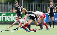 BREDA (Neth.)  Phoebe Steele (m) of NZ with Juliette Inverdale (l) during the match  New Zealand vs England U21 women . Volvo Invitational Tournament U21. COPYRIGHT KOEN SUYK