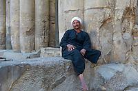 Egypte, Haute Egypte, vallée du Nil, Louxor, temple de Louxor classé Patrimoine Mondial de l'UNESCO, gardien du temple // Egypt, Nile Valley, Luxor, The Temple of Luxor, Temple guard
