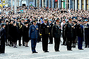 Nationale dodenherdenking op de Dam in Amsterdam .<br /> <br /> Op de foto:<br /> <br />  o.a. Koningin Beatrix, prins Willem-Alexander , prinses Maxima en Mark Rutte en De Commandant der Strijdkrachten Peter van Uhm (M) met Viceadmiraal Matthieu Borsboom , Generaal-majoor Mart de Kruif , Luitenant-generaal Jac Jansen en Luitenant-generaal mr. D. van Putten