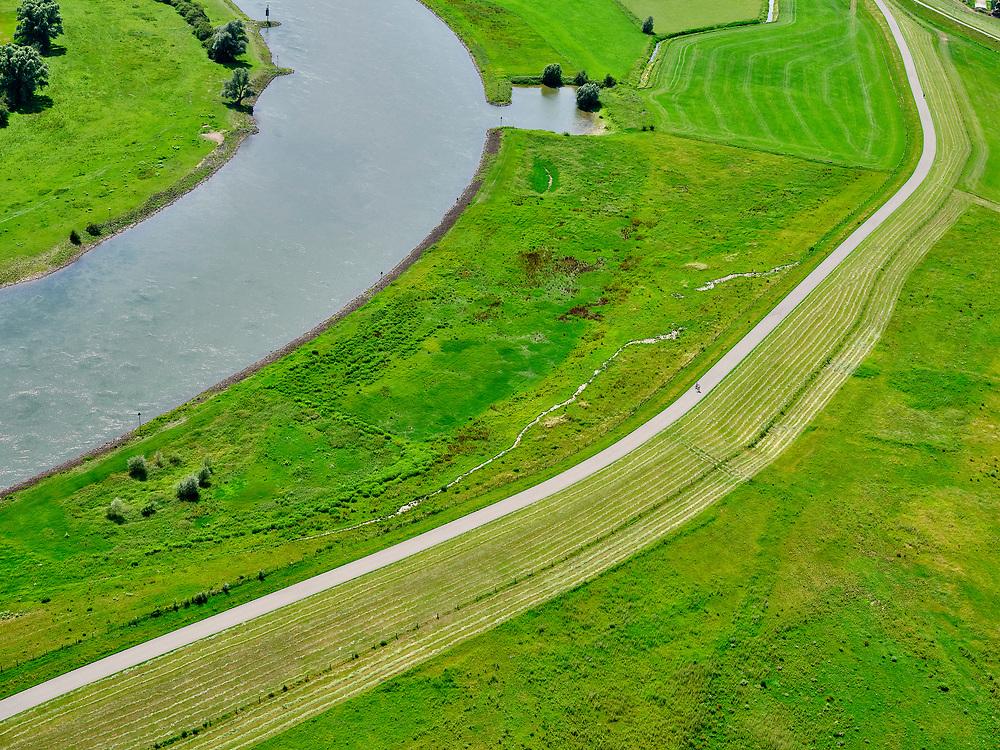 Nederland, Gelderland, Gemeente Brummen, 21–06-2020; rivier de IJssel, dijkverlegging Cortenoever. De Brummense Bandijk links, de winterdijk) is verlaagd en heeft een uitstroom-openingen gekregen en er is een nieuwe dijk aangelegd, meer landinwaarts. Het gebied tussen oude en nieuwe dijk is meestroom-gebied in geval van hoog water. Een gemaal <br /> Shifting the Cortenoever dike. A new (secondary) dike has been build, more landinward, the existing dike has been reduced in height to the to create exit opening. The area between old and new dike will flood in case of high water.<br /> <br /> luchtfoto (toeslag op standaard tarieven);<br /> aerial photo (additional fee required)<br /> copyright © 2020 foto/photo Siebe Swart
