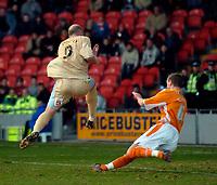 Photo: Jed Wee.<br />Blackpool FC v Bristol City. Coca Cola League 1. 21/01/2006.<br />Bristol's Steven Brooker scores.