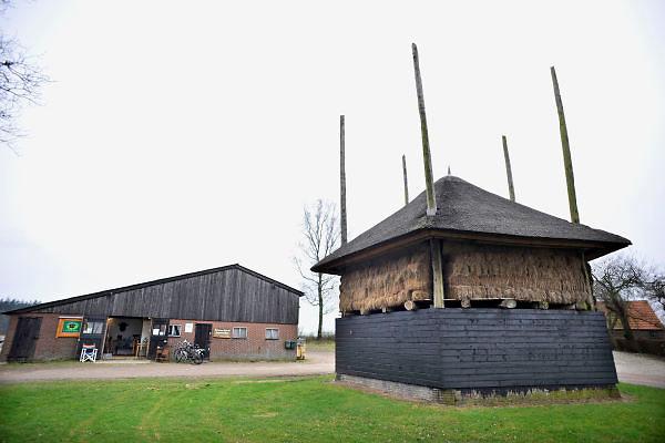 Nederland, Leur, 4-3-2012Verschillende soorten biologische voedsel in een boerderijwinkel. De boer verkoopt zijn producten aan huis.Foto: Flip Franssen/Hollandse Hoogte