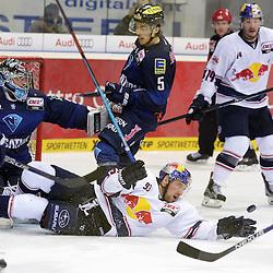 93 Maximilian Kastner (Spieler EHC Reb Bull Muenchen) Strecke sich nach dem Puck vor dem Tor des ERC Ingolstadt<br /> mit auf dem Bild 51 Timo Pielmeier (Torwart ERC Ingolstadt), 5 Fabio Wagner (Spieler ERC Ingolstadt) und 14 Steve Pinizzotto (Spieler EHC Reb Bull Muenchen) beim Spiel in der DEL, ERC Ingolstadt (blau) - EHC Red Bull Muenchen (weiss).<br /> <br /> Foto © PIX-Sportfotos *** Foto ist honorarpflichtig! *** Auf Anfrage in hoeherer Qualitaet/Aufloesung. Belegexemplar erbeten. Veroeffentlichung ausschliesslich fuer journalistisch-publizistische Zwecke. For editorial use only.