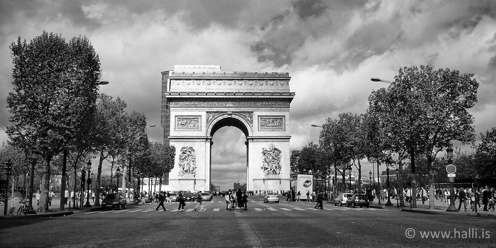 The Arc de Triomphe in Paris - Sigurboginn í París /