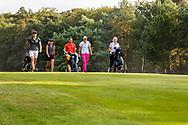 01-09-2016 Golffoto's van het Nationaal Open op de Hilversumsche Golf Club in Hilversum. Finale.  Anne van Dam, Roos Haarman en Zhen Bontan op de achttiende