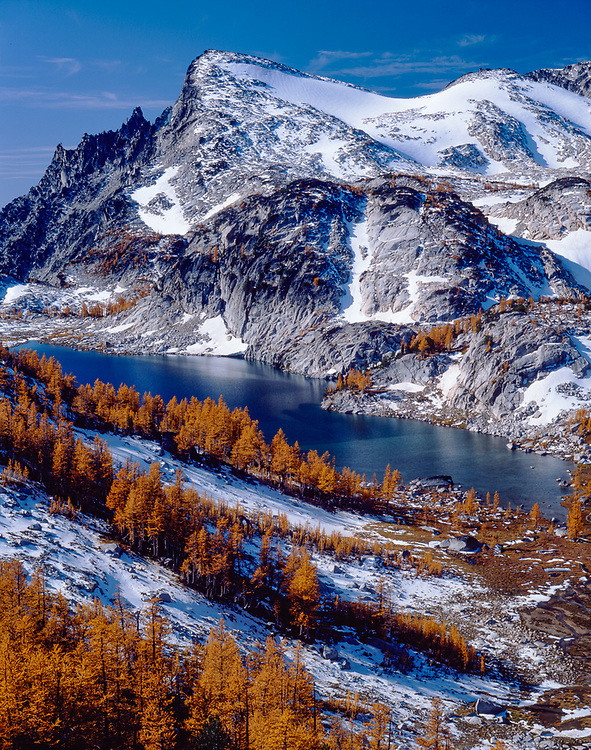 Little Annapurna and Rune Lake, sub-alpine larch trees, Alpine Lakes Wilderness, Wenatchee National Forest, Washington, USA.