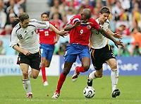 Fotball<br /> VM 2006<br /> 09.06.2006<br /> Tyskland v Costa Rica<br /> Foto: Witters/Digitalsport<br /> NORWAY ONLY<br /> <br /> v.l. Torsten Frings, Paulo Wanchobe, Sebastian Kehl Deutschland<br /> Fussball WM 2006 Deutschland - Costa Rica 4:2