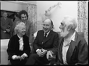Noel Purcell Celebrates His 81st Birthday.23.12.1981..12.23.1981..23rd December 1981..Noel Purcell celebrates his 81st birthday in the Adelaide Hospital.Noel,his wife Eileen and President Hillary share a moment.