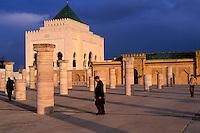 Maroc, Rabat, Esplanade de la mosquée de Yacoub el-Mansour, Mausolée de Mohammed V // Morocco, Rabat, Mohammed V mosoleum