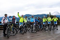 12-09-2017 FRA: BvdGF Tour du Mont Blanc day 3, Chamonix<br /> We starten deze dag met een prachtige afdaling. Nadien splitsen de groepen en volgt een pittige klim waarbij we de spoorlijn kruisen. Daarna worden we beloond met een mooie flowtrail alvorens we het bergsportmekka Chamonix bereiken. Team yellow