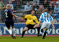 Photo. Jed Wee, Digitalsport<br /> NORWAY ONLY<br /> <br /> Huddersfield Town v Lincoln City, Nationwide League Division Three Playoff Semi-finals Second Leg, 19/05/2004.<br /> Lincoln's Mark Bailey (L) scores to give his team the lead on aggregate.