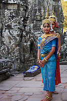Asie du Sud Est, Cambodge, Province de Siem Reap, Angkor, complexe des temples de Angkor, Patrimoine Mondial UNESCO en 1992, temple de Bayon, XIII siecle, danseuse Apsara // Southeast Asia, Cambodia, Siem Reap Province, Angkor, Unesco World heritage since 1992, Bayon temple, XIII th century, Apsara dancer