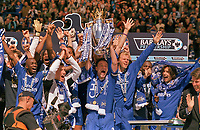 Fotball<br /> England 2004/2005<br /> Foto: Colorsport/Digitalsport<br /> NORWAY ONLY<br /> <br /> John Terry (Chelsea Captain) lifts the Championship trophy. Eidur Gudjohnsen (right)<br /> <br /> Chelsea v Charlton Athletic. 7/5/2005.