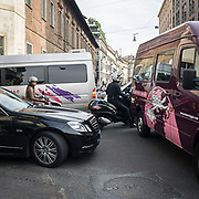Il terzo giorno della Settimana della Moda a Milano: ingorgo stradale durante le sfilate<br /> <br /> The thirDay of Milan fashion week: traffic jam during the fashion show.