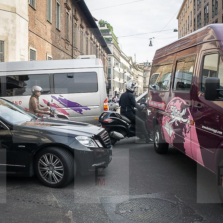 Il terzo giorno della Settimana della Moda a Milano: ingorgo stradale durante le sfilate<br /> <br /> The thirDay of Milan fashion week: traffic jam during the fashion show.