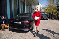 DEU, Deutschland, Germany, Berlin, 28.04.2021: Bundeslandwirtschaftsministerin Julia Klöckner (CDU)  auf dem Weg zur Bundespressekonferenz.