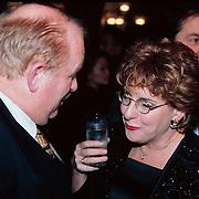 Nieuwjaarsreceptie Strengholt 1997, Catherine Keijl in gesprek met Prive hoofdredacteur Willem Smit