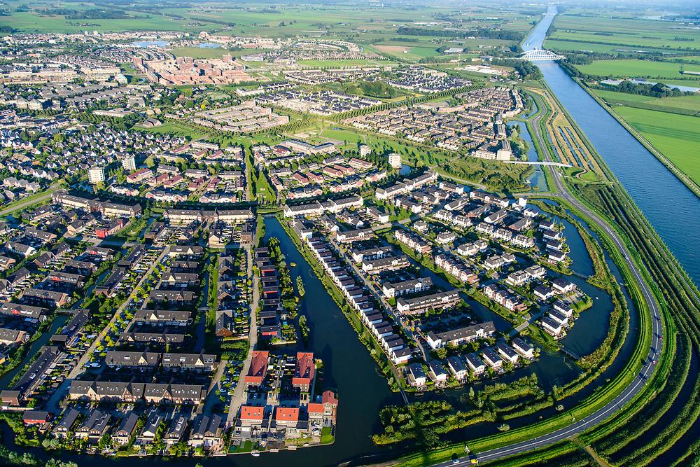 Nederland, Utrecht, Houten, 23-08-2016; nieuwbouw van de Vinex-wijk Leebrug.<br /> Newly build neighborhood (neighbourhood).<br /> aerial photo (additional fee required); <br /> luchtfoto (toeslag op standard tarieven);<br /> copyright foto/photo Siebe Swart