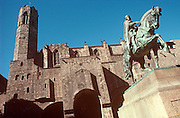 SPAIN, BARCELONA, MONUMENTS Barri Gotic; the old Gothic, medieval area of the city; Plaza de Berenguer with a statue of Ramon Berenguer