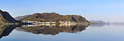 Panoramic view at Fosnavåg, Norway. Early morning light with reflections in the sea | Nydelig morgenlys i Fosnavåg, med spegling i sjøen