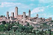 Italië, Toscane,San Gimignano, 8-8-2000Middeleeuws stadje met woontorens, de eerste hoogbouw in Europa. Toerisme, vakantie, architektuur, architectuurFoto: Flip Franssen