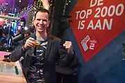 De achttiende editie van de Top 2000 op NPO Radio 2 is begonnen. Tot en met oudejaarsavond kunnen luisteraars hun favoriete nummers horen op Radio 2. De aftrap was eenb Mash up van Top 2000 hits door DJ Bart Arens in de speciale top 2000 cafe in Beeld en Geluid, Hilversum