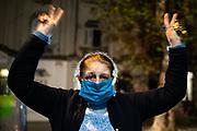 20200501 /URUGUAY / MONTEVIDEO / Aplauso en la sede del PIT-CNT, en el Día Internacional de las Trabajadoras y los Trabajadores.<br /> <br /> En la foto: Aplauso convocado por el PIT-CNT, en su sede central, en el Día Internacional de las Trabajadoras y los Trabajadores. Foto: Santiago Mazzarovich / adhocFOTOS