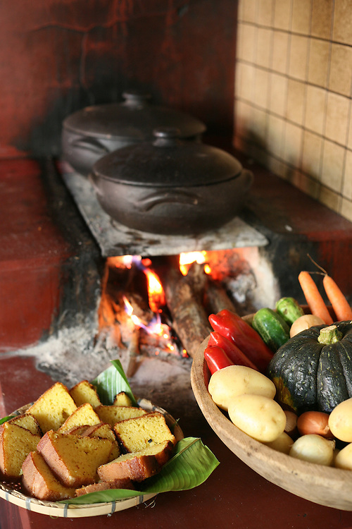 Sao Bras do Suacui_MG, Brasil.<br /> <br /> Fogao a lenha no Copaiba Parque em Sao Bras do Suacui.<br /> <br /> Brazilian wood stove in Copaiba Parque in Sao Bras do Suacui.<br /> <br /> Foto: JOAO MARCOS ROSA / NITRO