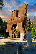 Replica of the wooden horse of Troy archaeological site, A UNESCO World Heritage Site, Turkey .<br /> <br /> If you prefer to buy from our ALAMY PHOTO LIBRARY  Collection visit : https://www.alamy.com/portfolio/paul-williams-funkystock/troy-archaeological-site-turkey.html<br /> <br /> Visit our ANCIENT WORLD PHOTO COLLECTIONS for more photos to download or buy as wall art prints https://funkystock.photoshelter.com/gallery-collection/Ancient-World-Art-Antiquities-Historic-Sites-Pictures-Images-of/C00006u26yqSkDOM