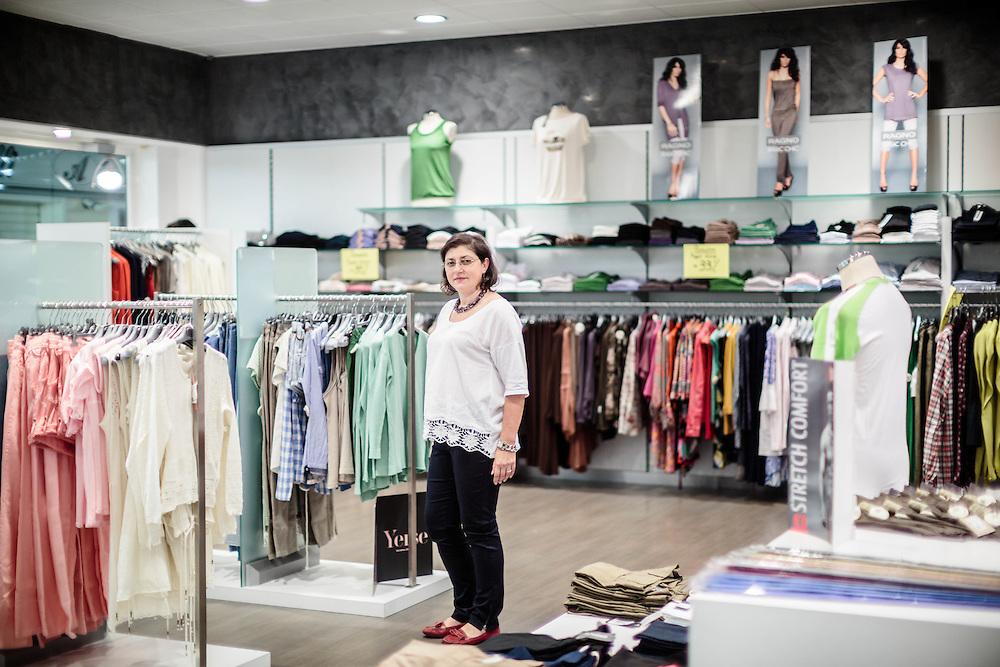 06 JUN 2013 - Spresiano (TV) - Renata Bisigato, commessa del negozio Fabris Tessuti