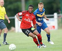 Fotball<br /> Frankrike<br /> Foto: DPPI/Digitalsport<br /> NORWAY ONLY<br /> <br /> FOOTBALL - FRIENDLY GAMES 2009/2010 - VALENCIENNES v EA GUINGAMP - 11/07/2009<br /> <br /> IGOR DJOMAN (EAG) / MILAN SVOJIC (ESSAI) (VAL)